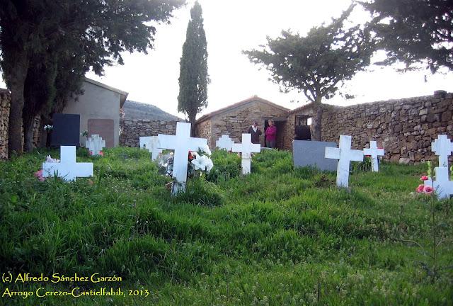 arroyo-cerezo-cementerio-tumbas-cruz