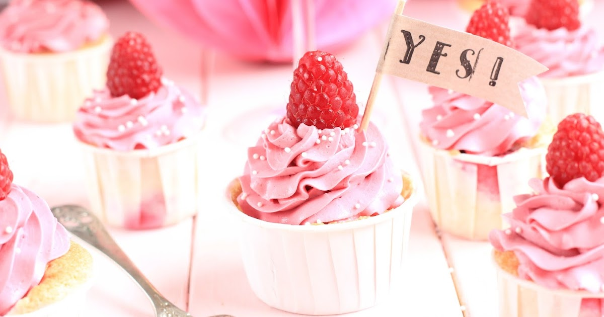 miss blueberrymuffin 39 s kitchen she said yes himbeer champagner cupcakes. Black Bedroom Furniture Sets. Home Design Ideas