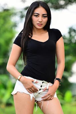 Hot Foto Sexy Sassha Carissa Di Majalah Popular