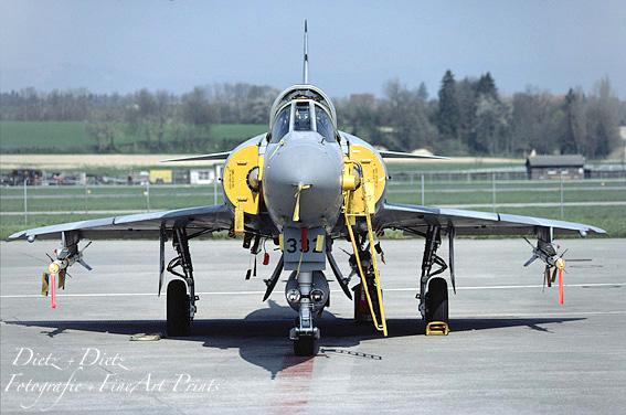 J-2332 auf der Platte in Payerne - April 1991