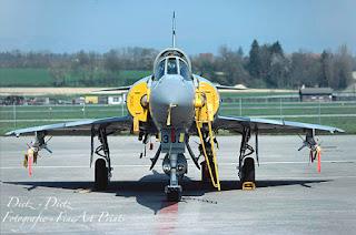 Bewaffnete Mirage IIIS auf der Platte in Payerne