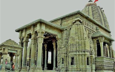शिव मंदिर मे उमड़ा जन सैलाब जाने इस मंदिर की महिमा के बारे मे