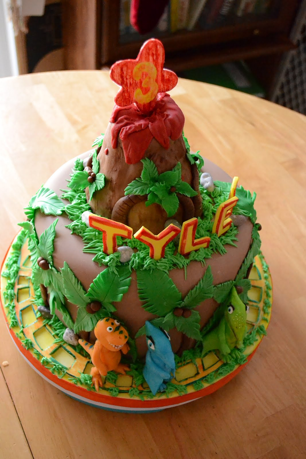 Oh Just Put A Cupcake In It Dinosaur Train Cake And