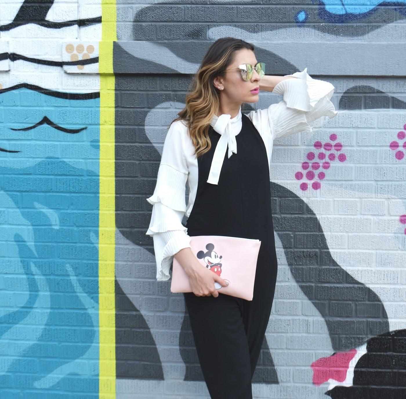 bloguera, bloguera de estilo, bloguera de moda, Chicago blogger, Chicago murals, Desiree Velasquez, Disney style, estilo verano, Fashionlingual, frameless sunglasses, Latina blogger, Mickey Mouse clutch, pleated sleeves, street-style, studded sandals, style blogger, summer style, Zaful, Zaful pleated sleeve top, Zaful style, pleated ruffle sleeves, mangas plisadas con volantes, Pleated Sleeves by Zaful, Fulton Market Murals, Chicago murals