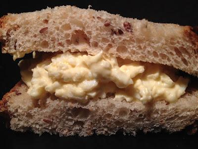 """BREXIT Are U In or Out? - Reflexión sobre el BREXIT de """"el troblogdita"""" - ÁlvaroGP - Sandwich de huevo cocido y Salad Cream"""