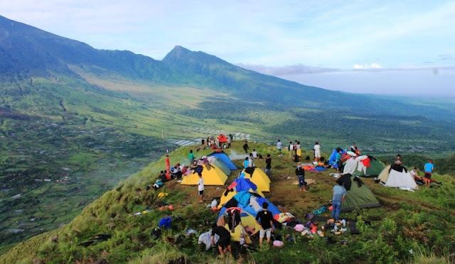 Lirik lagu Jangan ke Lombok Endank Soekamti dan artinya dalam Bahasa Indonesia