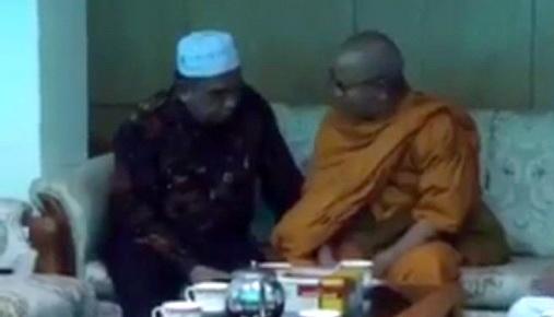 Akui Kehebatan Al Qur'an, Bhiksu Pemimpin Budha Thailand Akhirnya Memeluk Islam, Ini Videonya!