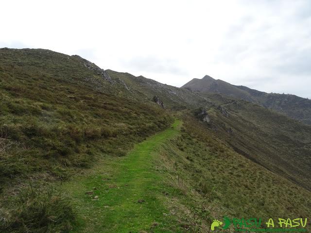 Camino hacia el Pico Faceu