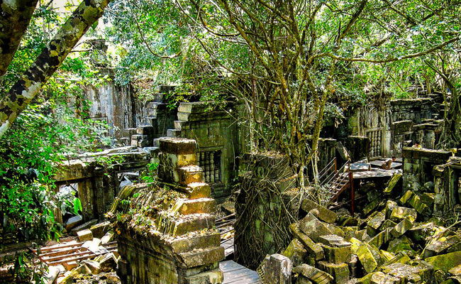 www.xvlor.com Koh Ker is ruins of Khmer Empire capital built by King Jayavarman IV