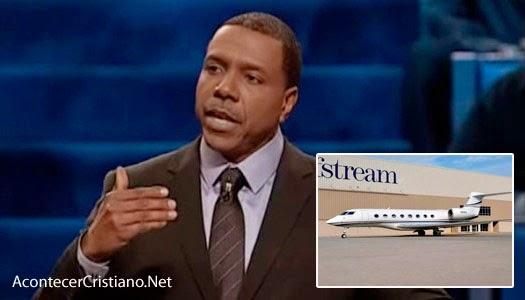 Predicador Creflo Dollar pide donaciones para comprar avión