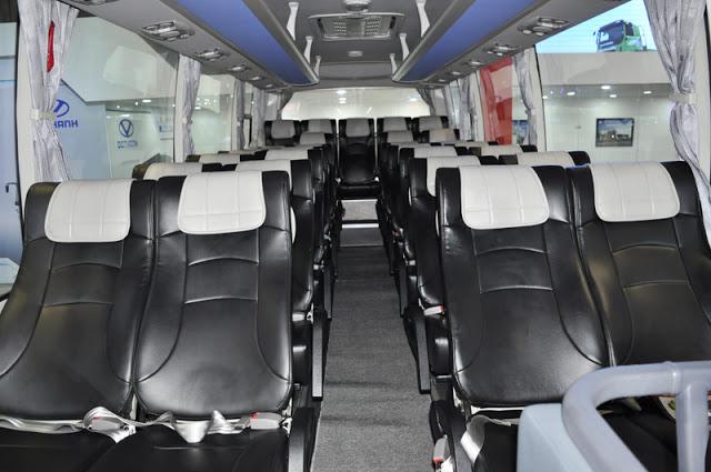Khoang hành khách ô tô 34 chỗ rộng rãi ghế bọc da cao cấp