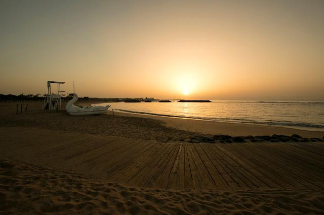 Alba sulla spiaggia di Caleta de Fuste a Fuerteventura