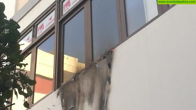Quemada ayer una bandera republicana que colgaba de la ventana de la sede de IUC en Santa Cruz de La Palma