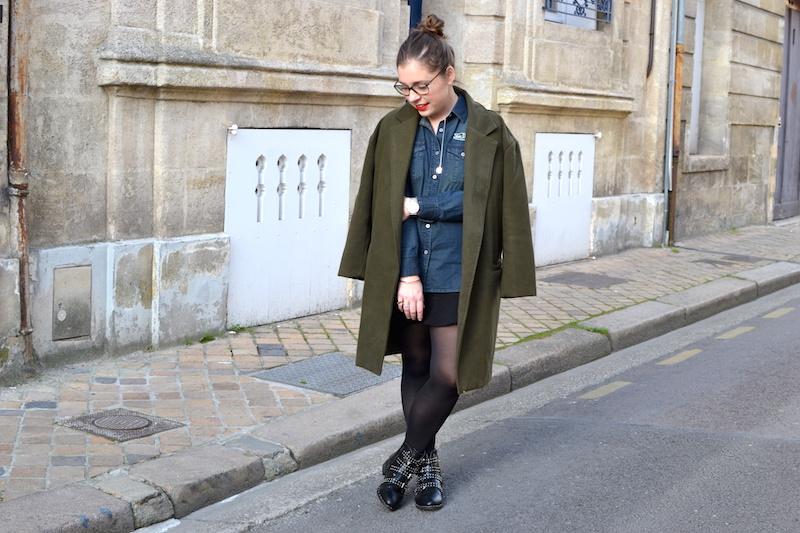 manteau vert sheinside, chemise en jean von Dutch, jupe noir H&M, bottines like Givenchy de chez Clarosa