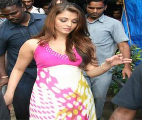 Aishwarya Rai Delivered A Baby Girl On 16 Nov 2011