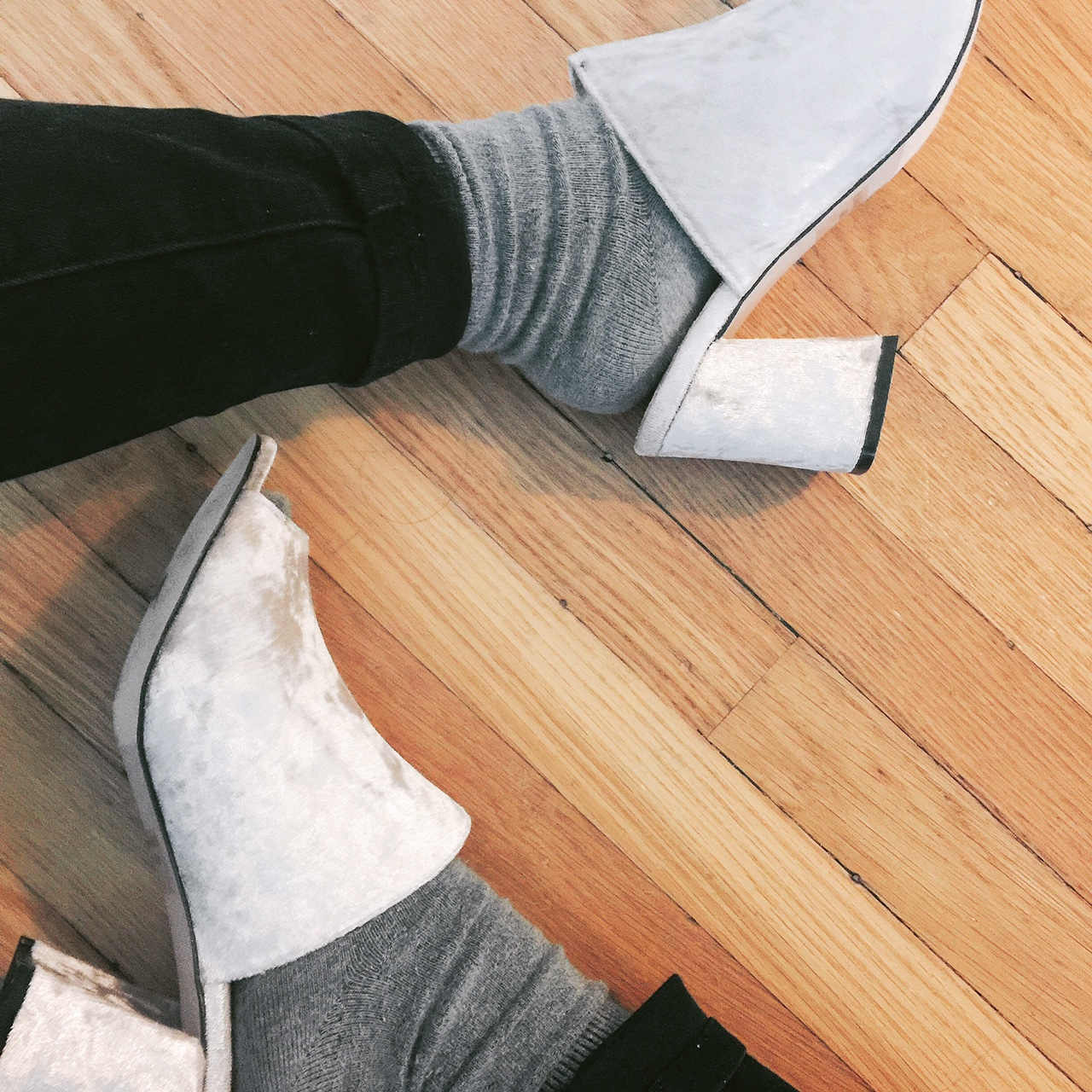 portland style blogger, velvet, mules, amazon find, fashion blogger, portland fashion blogger, minimal style, heels with socks
