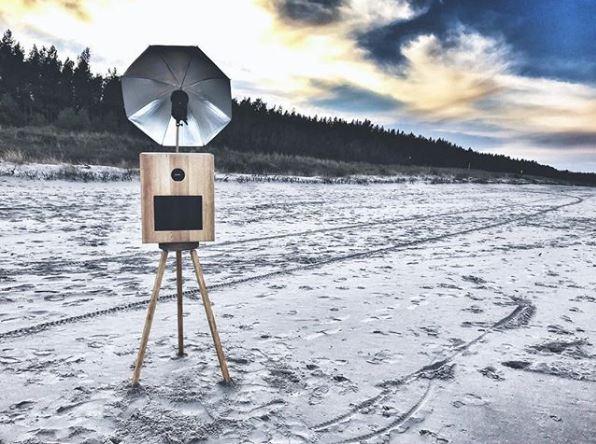 Stylowa drewniana fotobudka od Fotobudka Retro.