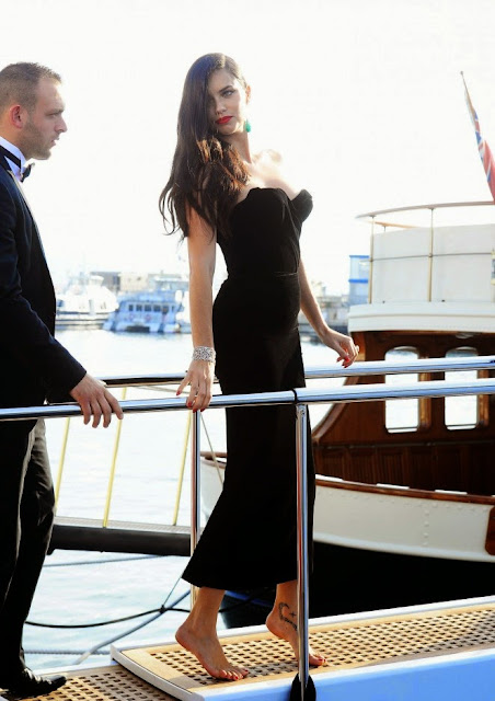 Adriana Lima – Boarding a yacht in Cannes