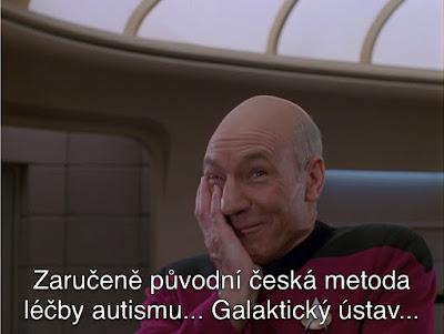 """Smějící se kapitán Pickard, který říká """"Zaručeně původní česká metoda léčby autismu... Galaktický ústav..."""