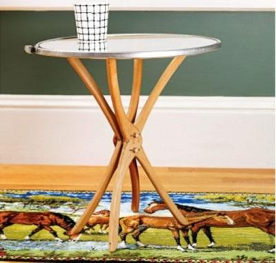 Meja unik terbuat dari kayu hanger/gantungan baju