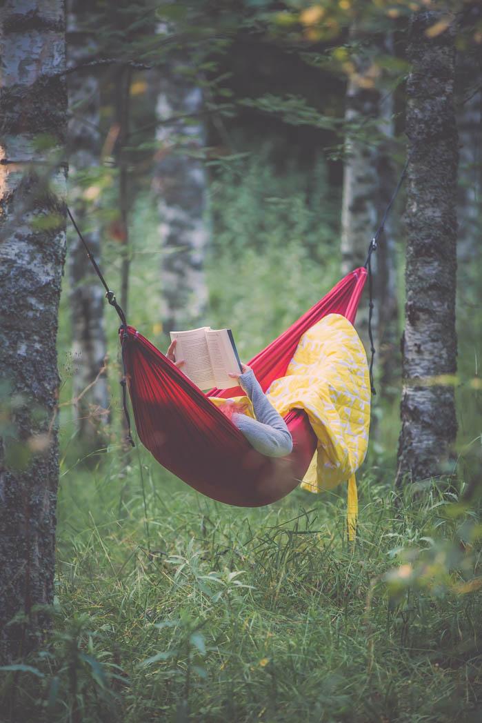 Seitsemän syytä rakastaa riippumattoilua! Finlaysonin unipussi on paras reissukamu riippumaton kanssa.