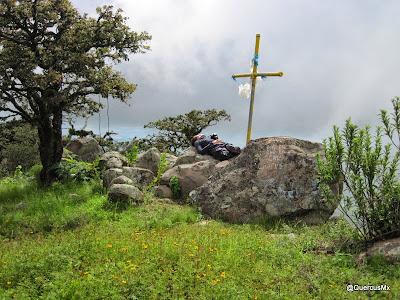 Descansando al pié de la Cruz del Cerro García