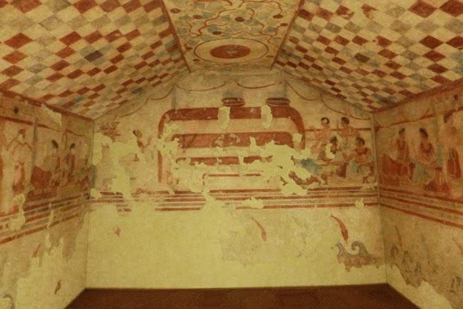 Reconstrução Tumba com afrescos de Tarquínia