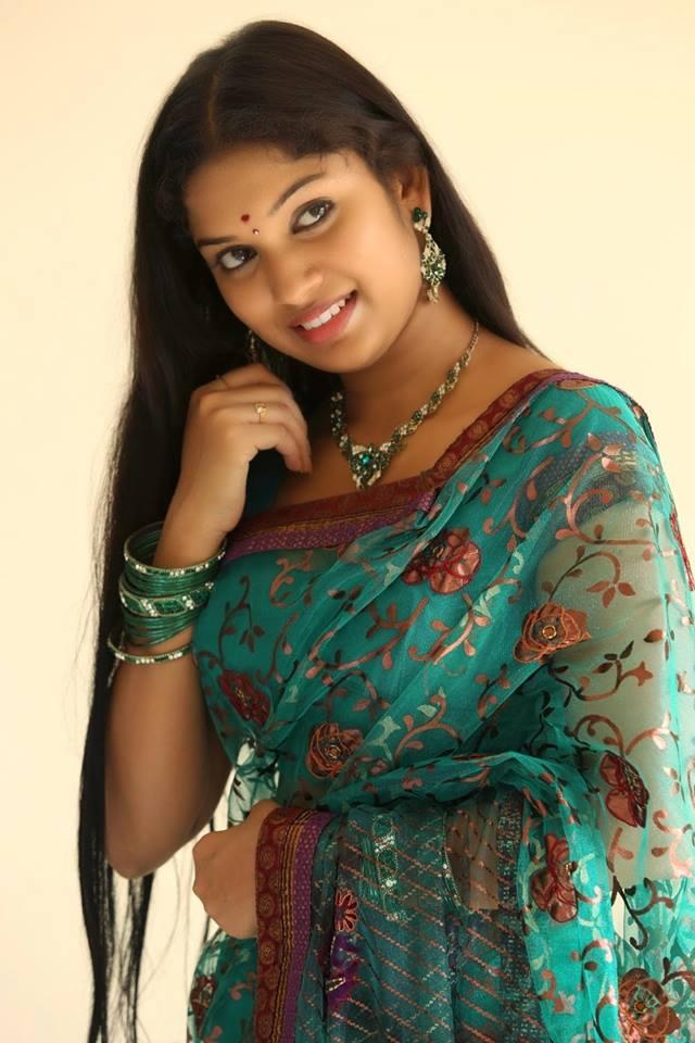 Indian Bhabhi Beautiful Selfie In Saree -  Desi Girls-9717