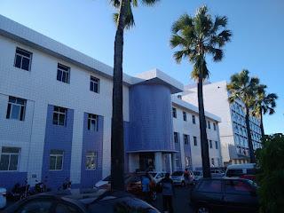 Fotografia colorida. Fachada do IMPI, edifícios novos.