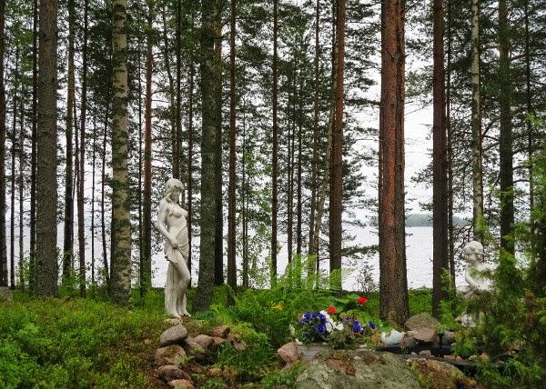 finland laukaa metsä forest patsas statue puutarha graden
