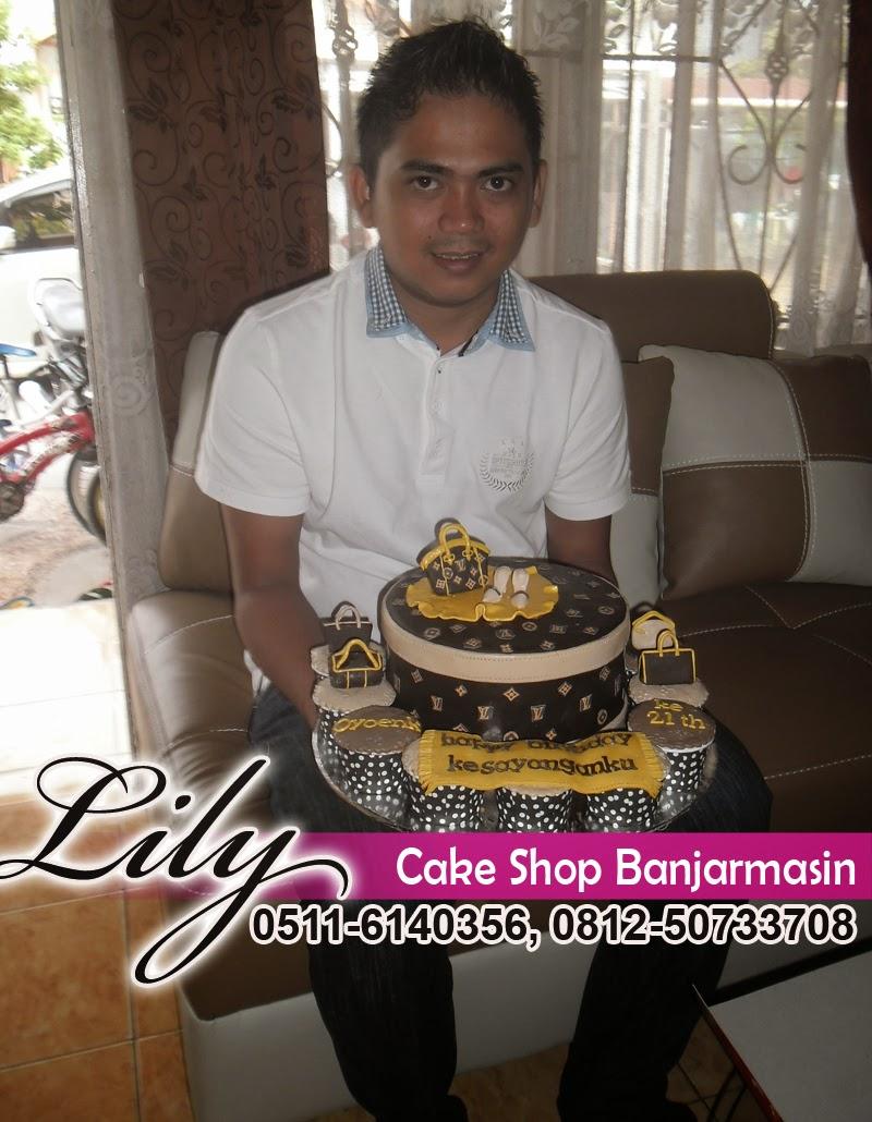 Lily Cake Shop Banjarmasin Pelanggan Terbaru 3 Brownies Kopi Aceh Varian By Tira Nad Provinsi Kalsel Ingin Memberi Kejutan Untuk Ultah Kekasihnya Dari Marabahan Hans Memesan Kue Tema Tas Lv Dan Cup Cakenya Di