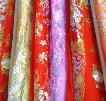 Thu Mua Vải Khúc, Vải Cây Ren Thời Trang May Áo Dài Ở Đâu