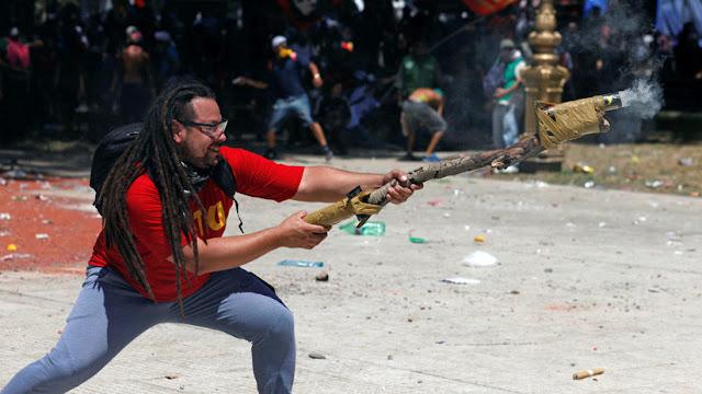 """Argentina: Ofrecen 40.000 dólares para encontrar al """"manifestante del mortero"""""""