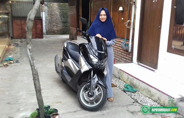 Wow, Siswi Banat NU Ini Bisa Beli Honda Jazz dan NMax Hasil Berjualan Hijab di Instagram