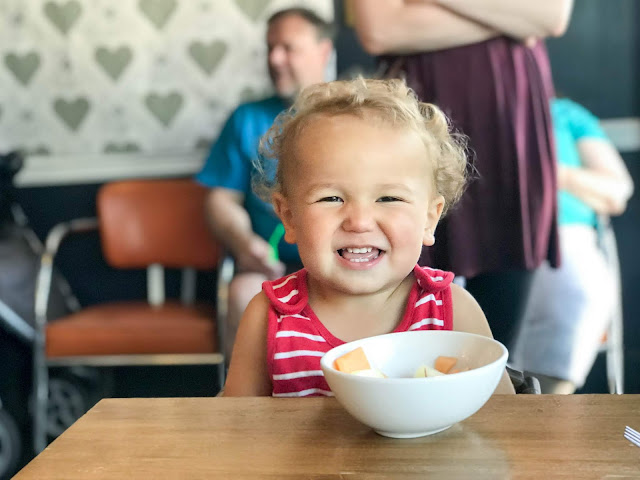 Montessori parenting - some thoughts on going to restaurants with young children without using screens to entertain them.