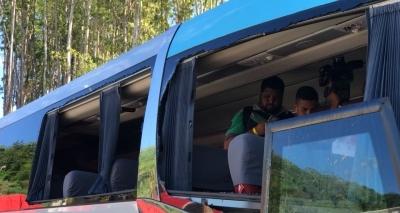 Ônibus do Bahia é apedrejado na chegada ao Barradão