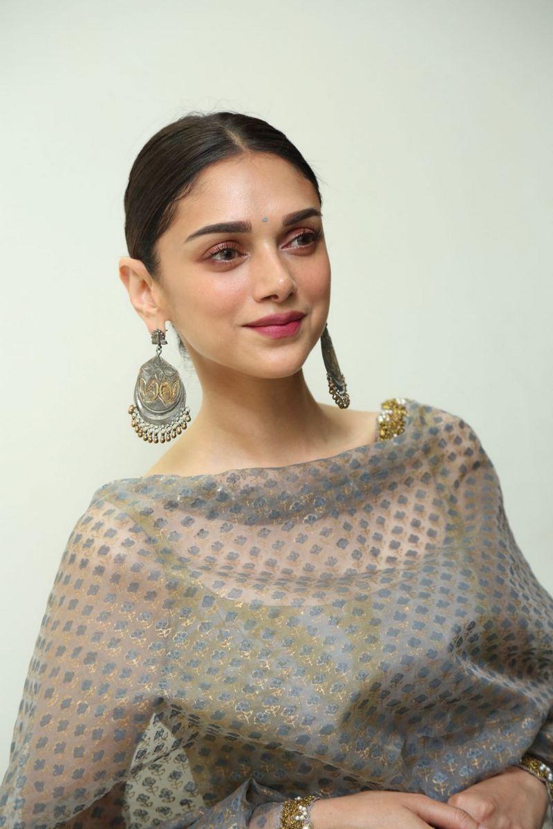 Aditi Rao Hydari At Cheliyaa Promotional Event Photos