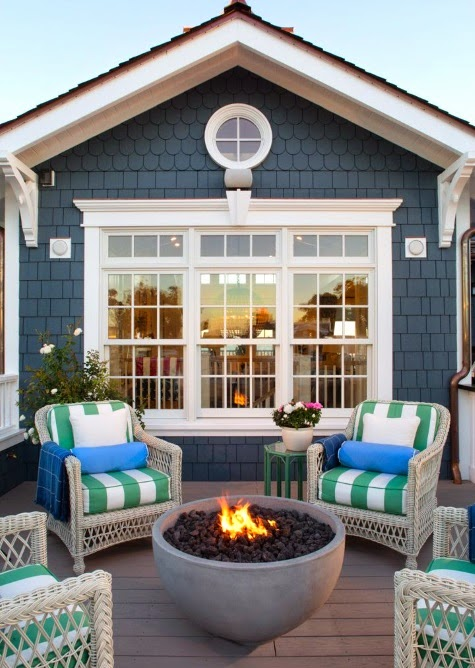 Top coastal summer porches completely coastal for Beach house designs living upstairs