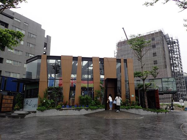 【內湖美食】景觀玻璃屋ERC Cafe,中西合璧的白斬雞套餐配咖啡拿鐵(阿達阿永咖啡廳,堤緣雞塢)