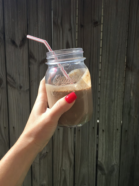 Protein smoothie with spinach and frozen fruit