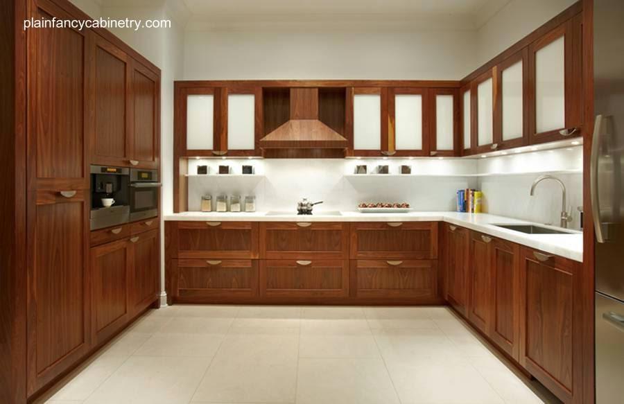 Cocina con mobiliario contemporáneo de madera a pedido