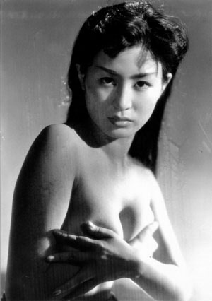 Michiko Maeda (前田通子 Qián tián tōng zi) in Revenge of the Pearl Queen, (Toshio Shimura, 1956)