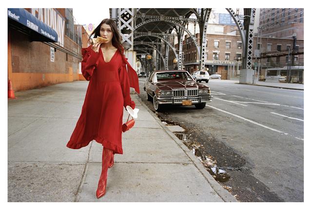 Красные колготки с красным платьем