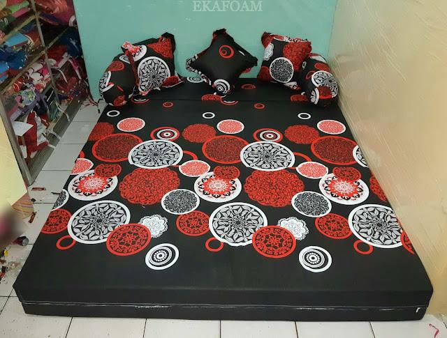 Sofa bed inoac motif darkmoon orange saat difungsikan sebagai kasur inoac normal