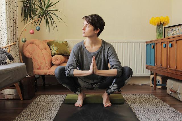 Mỗi ngày một tư thế Yoga | 20 Tư thế ngồi xổm