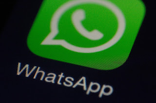 Cara mengaktifkan status teman di WhatsApp