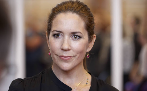 Crown Princess Mary launches new courses in live talk show on Guldberg School in Copenhagen