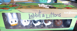 "Kidrobot VINYL 1.5"" LABBIT WITH LITTONS 6-PACK"