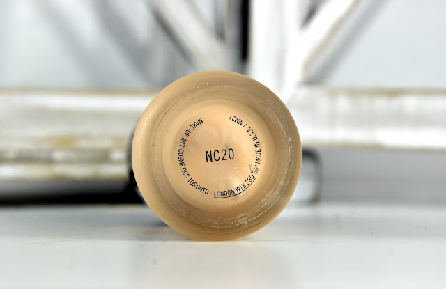 Mac Mineralize Moisture Foundation NC20