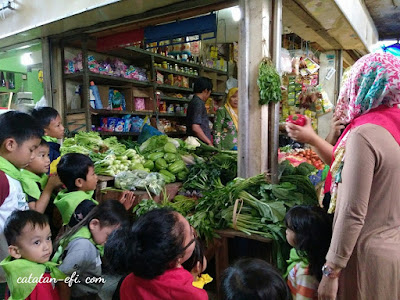 http://www.catatan-efi.com/2016/03/6-hal-menarik-dari-pasar-legendaris-cihapit.html
